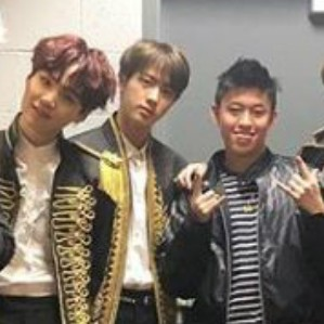 Bikin iri! Rich Brian foto bareng personel BTS usai nonton konser thumbnail
